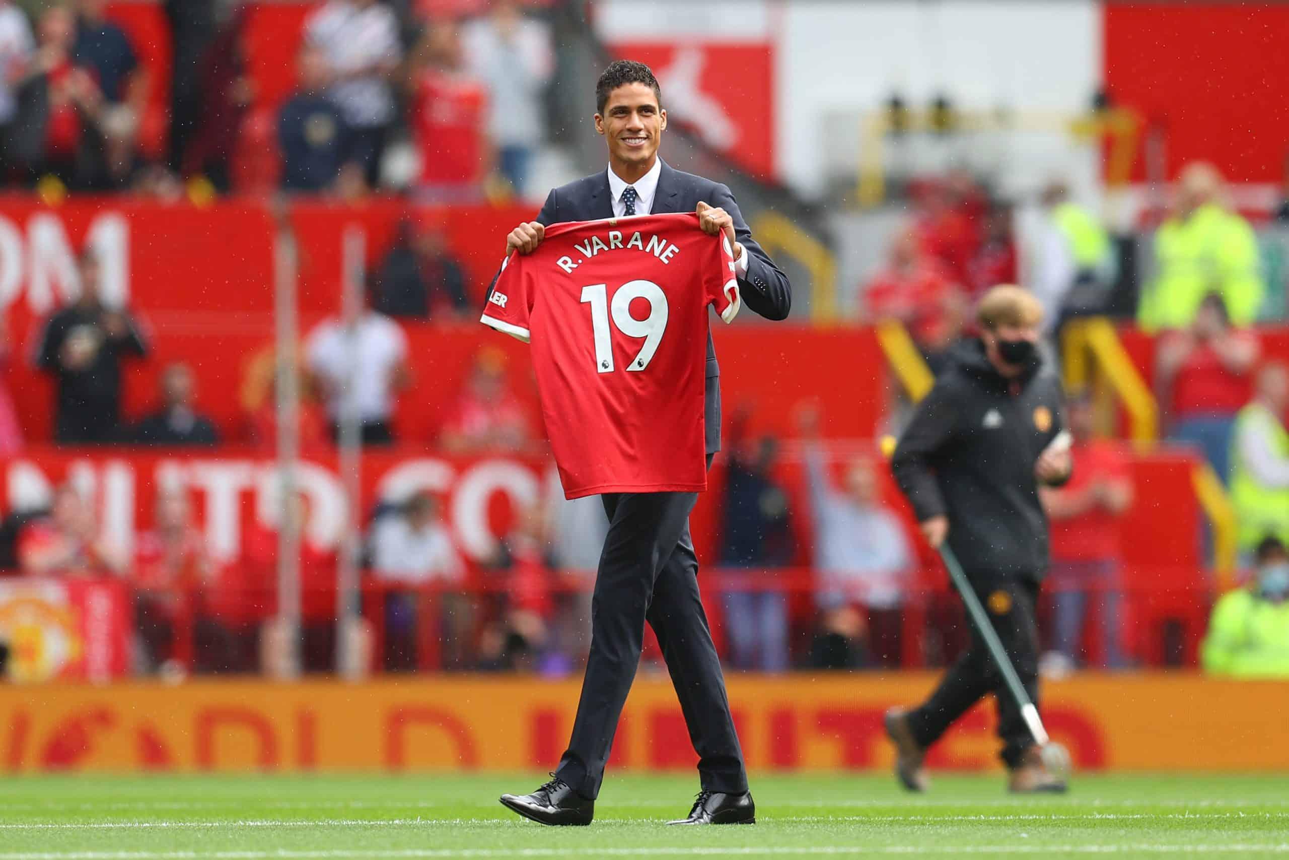 Cuando Raphael Varane pudo debutar en el Manchester United