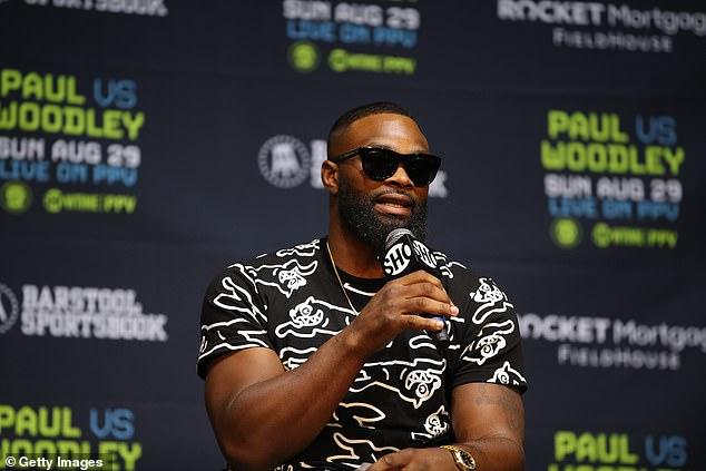 Woodley es un ex campeón de peso welter de UFC pero carece de experiencia en el ring de boxeo.