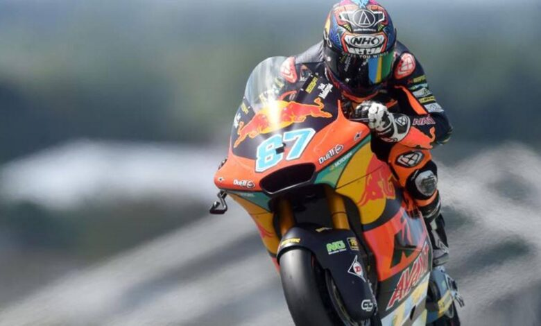 Moto2, GP de Gran Bretaña: Gardner se burla de Bezzecchi tras un gran duelo