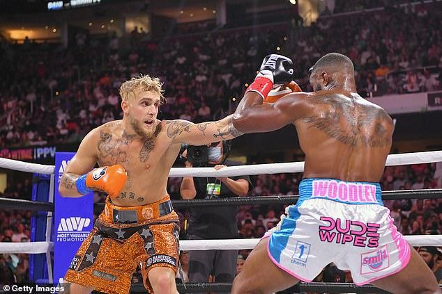 Paul derrotó al ex campeón de peso welter de UFC en una decisión dividida el 28 de agosto, rompiendo el récord de cuatro a cuatro.Pero la sensación de YouTube aún no se ha enfrentado a un verdadero boxeador