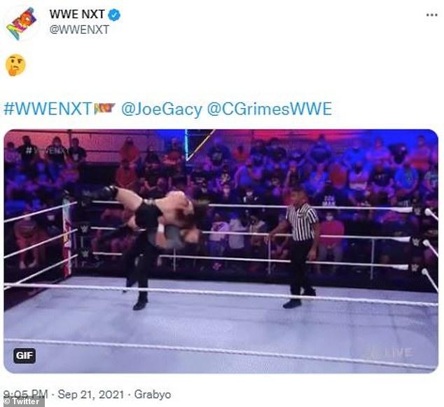 En menos de cinco minutos del juego, Gacy golpeó a su oponente Cameron Grimes con su cuerpo.