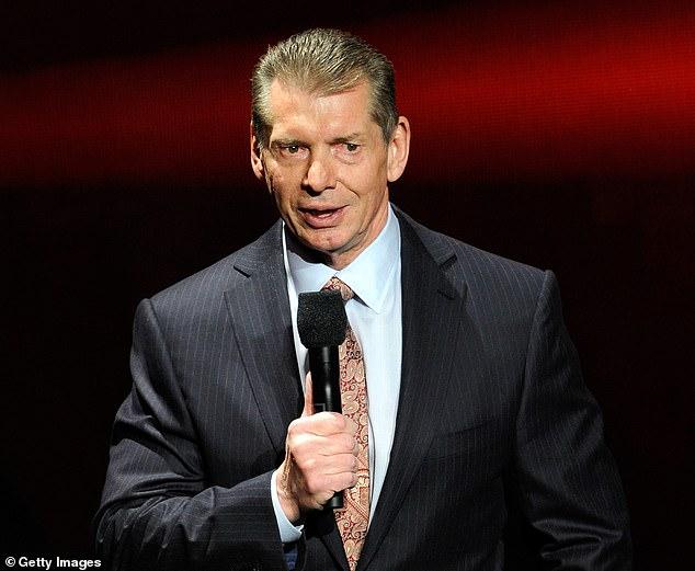 El presidente y director ejecutivo de WWE, Vince McMahon (en la foto), tiene un historial de llevar la política al ring, pero no parece haberlo hecho durante la administración Trump.