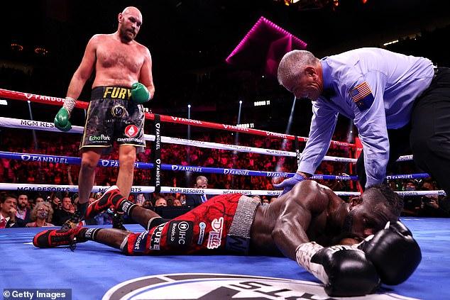 El Rey Gitano ganó un tumultuoso concurso en el undécimo asalto cuando el árbitro detuvo la pelea.